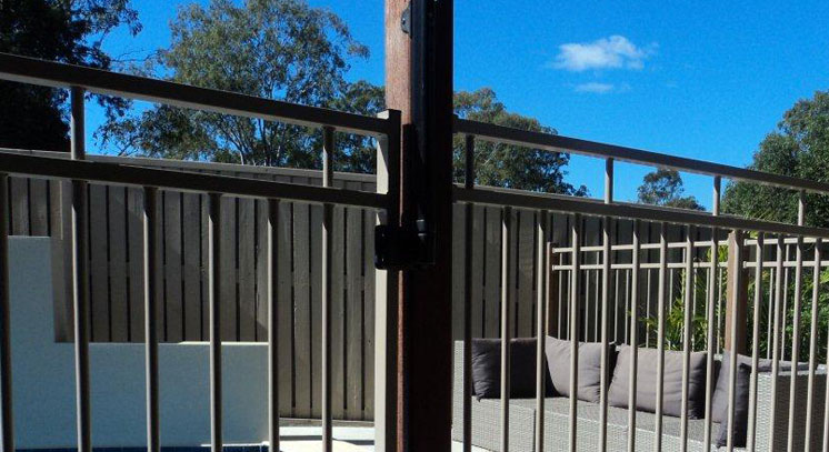 ALUMINUM-RAIL-POOL-GATES